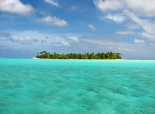新たに命名される島、そこに見える背景とは?