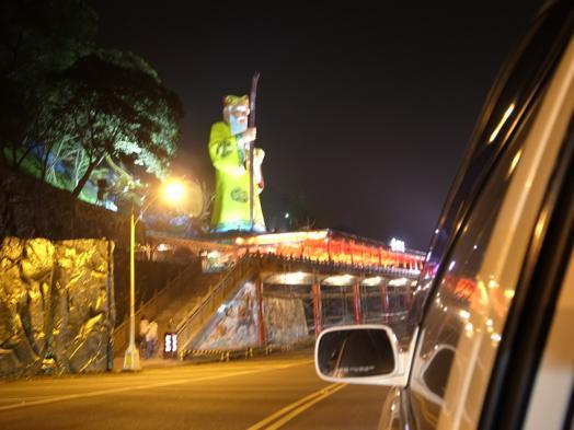台湾のお寺で欲張ったら、無言の説教をされました。