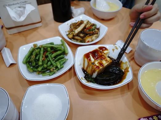 台湾の玉米粥といっしょに注文したおかず。